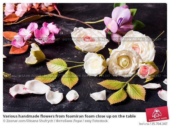 Various handmade flowers from foamiran foam close up on the table. Стоковое фото, фотограф Zoonar.com/Oksana Shufrych / easy Fotostock / Фотобанк Лори