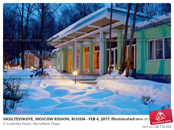 Купить «VASILYEVSKOYE, MOSCOW REGION, RUSSIA - FEB 4, 2017: Illuminated one-storeyed building of holiday hotel at Provence-Hotel Four Seasons», фото № 28116059, снято 4 февраля 2017 г. (c) Losevsky Pavel / Фотобанк Лори