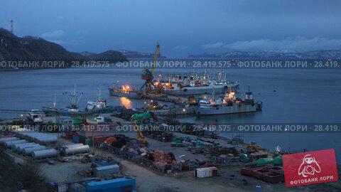 Купить «Вечерний вид на морской порт в Петропавловске-Камчатском», видеоролик № 28419575, снято 16 мая 2018 г. (c) А. А. Пирагис / Фотобанк Лори