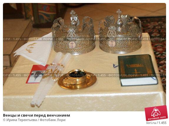 Венцы и свечи перед венчанием, эксклюзивное фото № 1455, снято 2 сентября 2005 г. (c) Ирина Терентьева / Фотобанк Лори