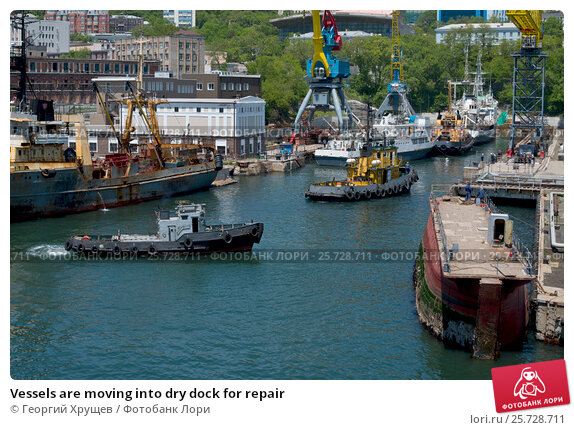 Купить «Vessels are moving into dry dock for repair», фото № 25728711, снято 3 июня 2016 г. (c) Георгий Хрущев / Фотобанк Лори
