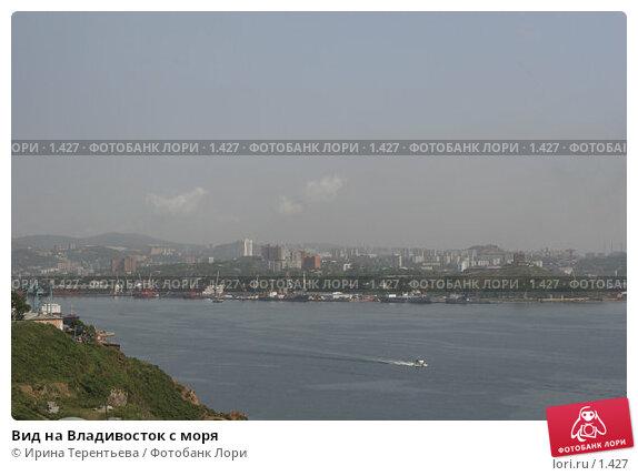 Вид на Владивосток с моря, эксклюзивное фото № 1427, снято 18 сентября 2005 г. (c) Ирина Терентьева / Фотобанк Лори