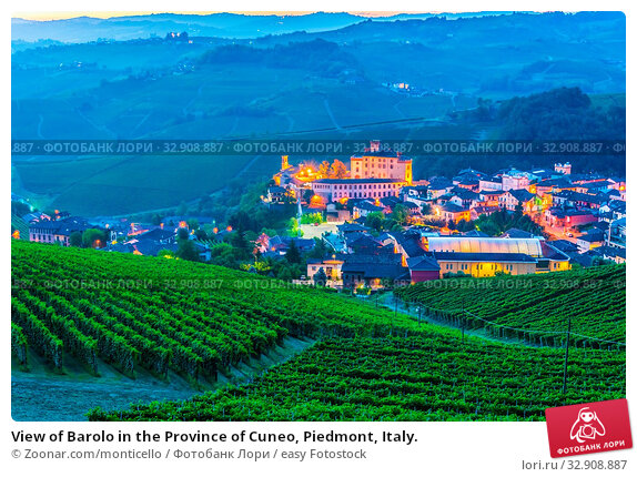 View of Barolo in the Province of Cuneo, Piedmont, Italy. Стоковое фото, фотограф Zoonar.com/monticello / easy Fotostock / Фотобанк Лори