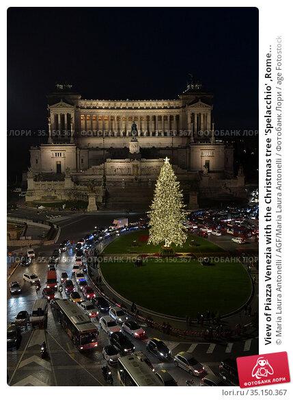 View of Piazza Venezia with the Christmas tree 'Spelacchio' ,Rome... Редакционное фото, фотограф Maria Laura Antonelli / AGF/Maria Laura Antonelli / age Fotostock / Фотобанк Лори