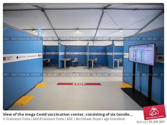 View of the mega Covid vaccination center, consisting of six tensile... Редакционное фото, фотограф Francesco Fotia / AGF/Francesco Fotia / AGF / age Fotostock / Фотобанк Лори
