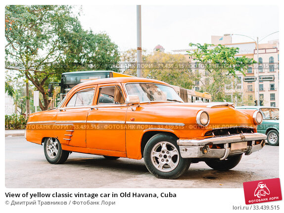Купить «View of yellow classic vintage car in Old Havana, Cuba», фото № 33439515, снято 14 апреля 2017 г. (c) Дмитрий Травников / Фотобанк Лори