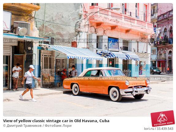 Купить «View of yellow classic vintage car in Old Havana, Cuba», фото № 33439543, снято 14 апреля 2017 г. (c) Дмитрий Травников / Фотобанк Лори
