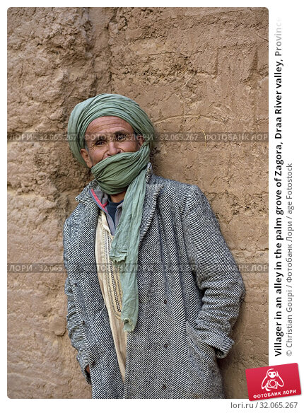 Villager in an alley in the palm grove of Zagora, Draa River valley, Province of Zagora, Region Draa-Tafilalet, Morocco, North West Africa. (2019 год). Редакционное фото, фотограф Christian Goupi / age Fotostock / Фотобанк Лори