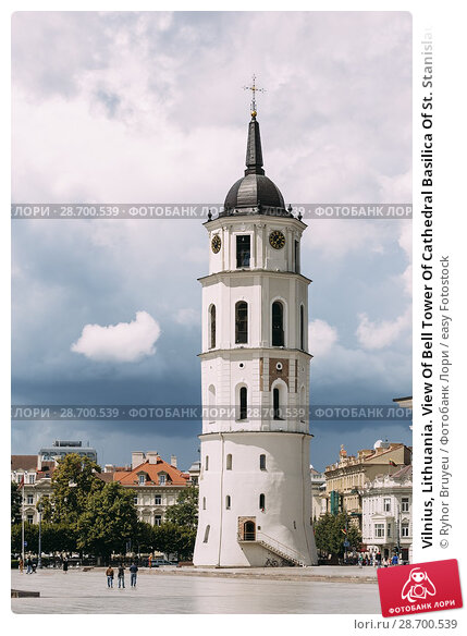 Купить «Vilnius, Lithuania. View Of Bell Tower Of Cathedral Basilica Of St. Stanislaus And St. Vladislav On Cathedral Square, Famous Landmark.», фото № 28700539, снято 5 июля 2016 г. (c) easy Fotostock / Фотобанк Лори