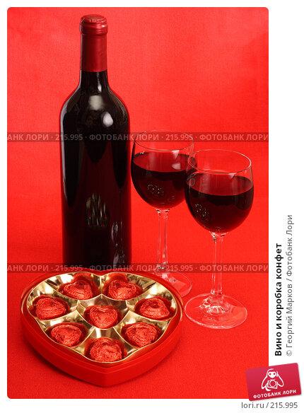 Вино и коробка конфет, фото № 215995, снято 28 января 2008 г. (c) Георгий Марков / Фотобанк Лори