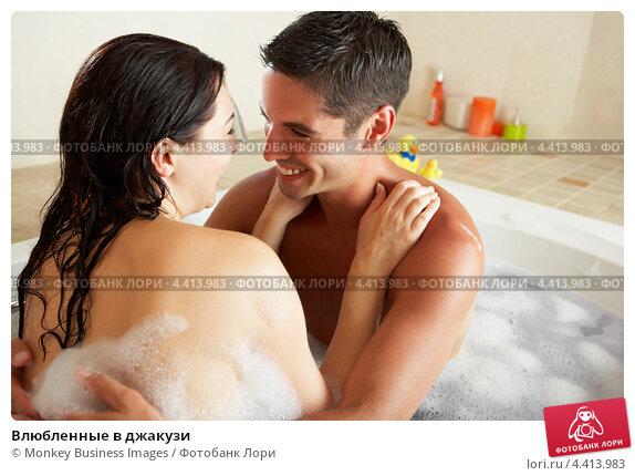 фото двоих девушек в ванной