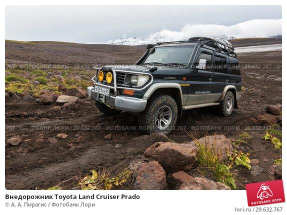 Купить «Внедорожник Toyota Land Cruiser Prado», фото № 29632767, снято 17 сентября 2016 г. (c) А. А. Пирагис / Фотобанк Лори