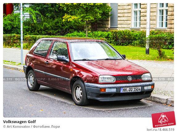 Купить «Volkswagen Golf», фото № 8466519, снято 10 сентября 2013 г. (c) Art Konovalov / Фотобанк Лори