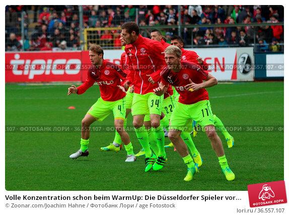 Volle Konzentration schon beim WarmUp: Die Düsseldorfer Spieler vor... Стоковое фото, фотограф Zoonar.com/Joachim Hahne / age Fotostock / Фотобанк Лори