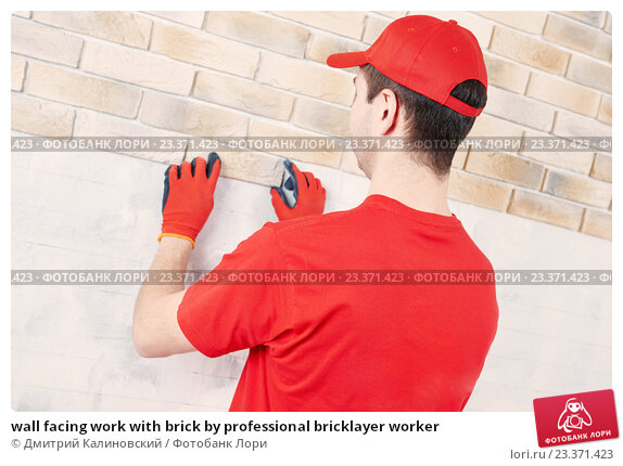 wall facing work with brick by professional bricklayer worker, фото № 23371423, снято 20 февраля 2016 г. (c) Дмитрий Калиновский / Фотобанк Лори