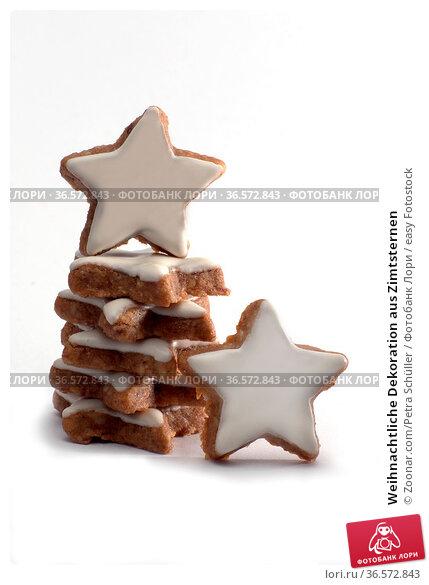 Weihnachtliche Dekoration aus Zimtsternen. Стоковое фото, фотограф Zoonar.com/Petra Schüller / easy Fotostock / Фотобанк Лори