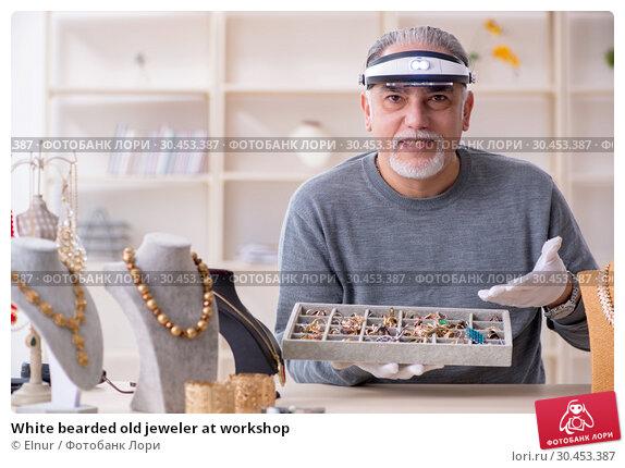 White bearded old jeweler at workshop. Стоковое фото, фотограф Elnur / Фотобанк Лори