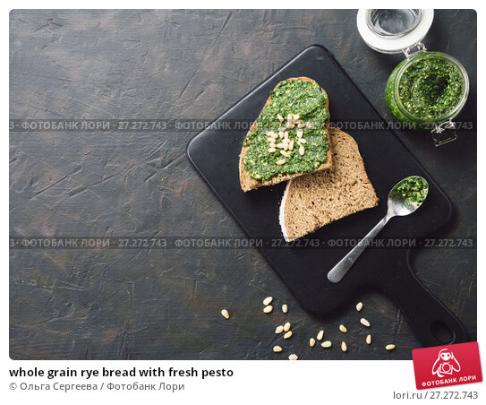 Купить «whole grain rye bread with fresh pesto», фото № 27272743, снято 30 октября 2017 г. (c) Ольга Сергеева / Фотобанк Лори