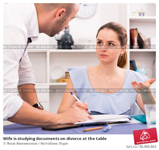 Wife is studying documents on divorce at the table. Стоковое фото, фотограф Яков Филимонов / Фотобанк Лори