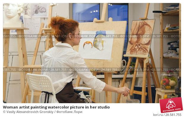 Купить «Woman artist painting watercolor picture in her studio», фото № 28581755, снято 25 июня 2018 г. (c) Vasily Alexandrovich Gronskiy / Фотобанк Лори