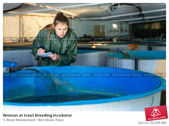 Woman at trout breeding incubator. Стоковое фото, фотограф Яков Филимонов / Фотобанк Лори