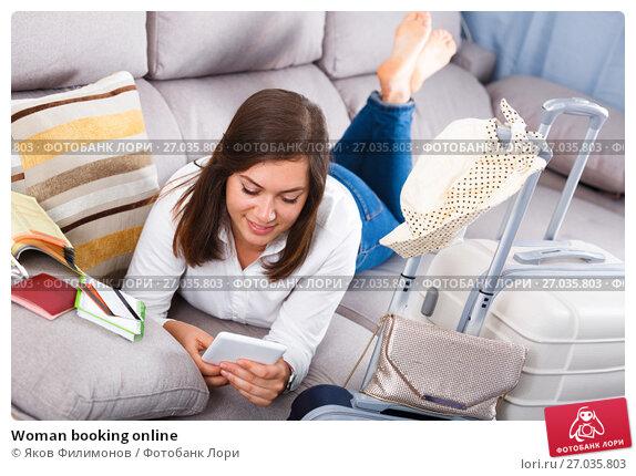 Купить «Woman booking online», фото № 27035803, снято 22 марта 2017 г. (c) Яков Филимонов / Фотобанк Лори