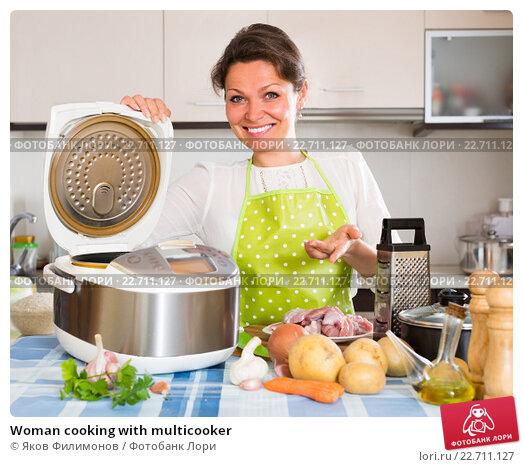 Купить «Woman cooking with multicooker», фото № 22711127, снято 21 июня 2019 г. (c) Яков Филимонов / Фотобанк Лори