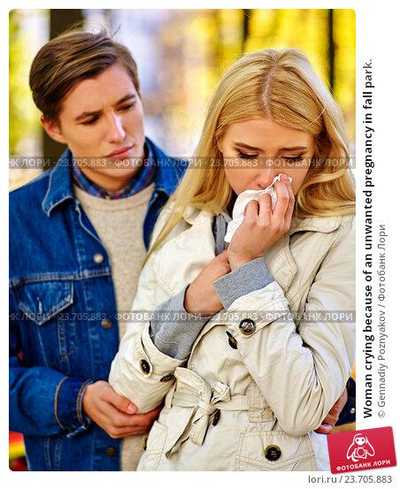 Купить «Woman crying because of an unwanted pregnancy in fall park.», фото № 23705883, снято 7 октября 2015 г. (c) Gennadiy Poznyakov / Фотобанк Лори
