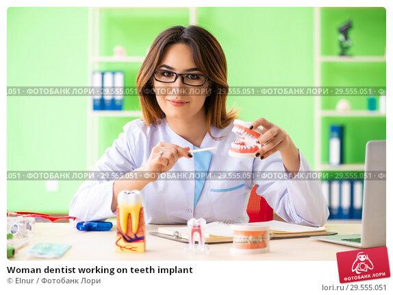 Купить «Woman dentist working on teeth implant», фото № 29555051, снято 11 июня 2018 г. (c) Elnur / Фотобанк Лори