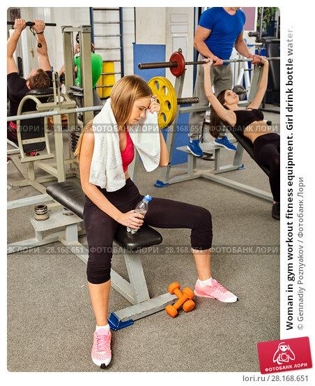 Купить «Woman in gym workout fitness equipment. Girl drink bottle water.», фото № 28168651, снято 9 октября 2015 г. (c) Gennadiy Poznyakov / Фотобанк Лори