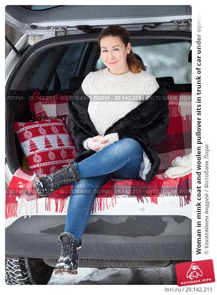 Купить «Woman in mink coat and woolen pullover sits in trunk of car under opened rear door, winter forest», фото № 29142211, снято 21 января 2018 г. (c) Кекяляйнен Андрей / Фотобанк Лори