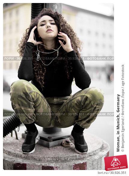 Купить «Woman, in Munich, Germany», фото № 30926351, снято 6 мая 2019 г. (c) age Fotostock / Фотобанк Лори