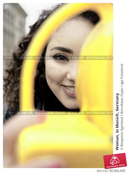 Купить «Woman, in Munich, Germany», фото № 30926435, снято 6 мая 2019 г. (c) age Fotostock / Фотобанк Лори