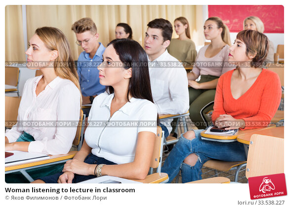 Купить «Woman listening to lecture in classroom», фото № 33538227, снято 13 июля 2020 г. (c) Яков Филимонов / Фотобанк Лори
