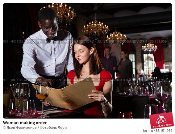 Woman making order. Стоковое фото, фотограф Яков Филимонов / Фотобанк Лори