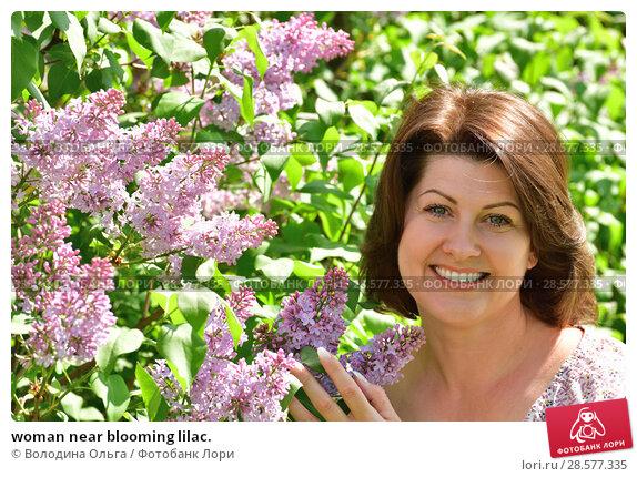 Купить «woman near blooming lilac.», фото № 28577335, снято 16 мая 2018 г. (c) Володина Ольга / Фотобанк Лори