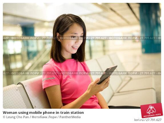 Купить «Woman using mobile phone in train station», фото № 27791627, снято 24 февраля 2018 г. (c) PantherMedia / Фотобанк Лори