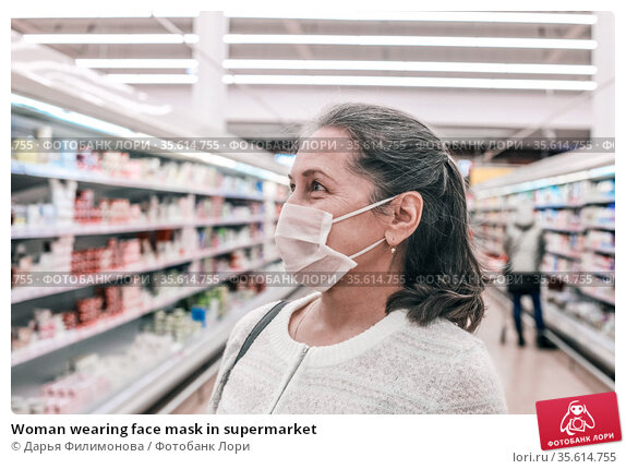 Woman wearing face mask in supermarket. Стоковое фото, фотограф Дарья Филимонова / Фотобанк Лори