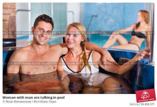 Woman with man are talking in pool. Стоковое фото, фотограф Яков Филимонов / Фотобанк Лори
