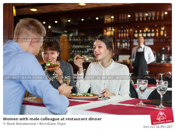 Women with male colleague at restaurant dinner. Стоковое фото, фотограф Яков Филимонов / Фотобанк Лори