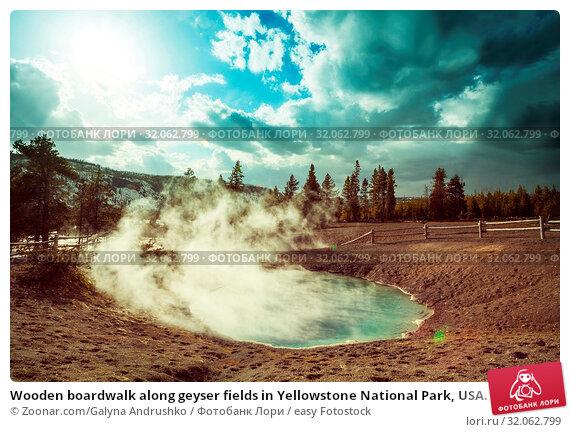 Wooden boardwalk along geyser fields in Yellowstone National Park, USA. Стоковое фото, фотограф Zoonar.com/Galyna Andrushko / easy Fotostock / Фотобанк Лори
