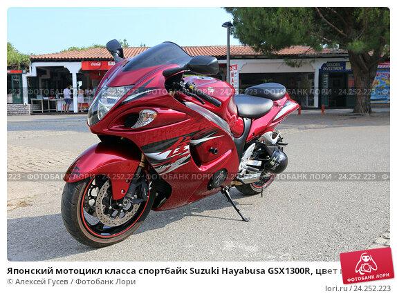 Купить «Японский мотоцикл класса спортбайк Suzuki Hayabusa GSX1300R, цвет красный металлик», эксклюзивное фото № 24252223, снято 23 июля 2015 г. (c) Алексей Гусев / Фотобанк Лори
