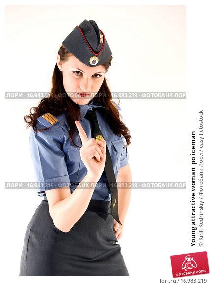 Девушка в милицейской форме