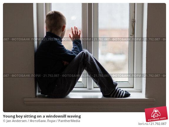 Купить «Young boy sitting on a windowsill waving», фото № 21792087, снято 11 ноября 2019 г. (c) PantherMedia / Фотобанк Лори