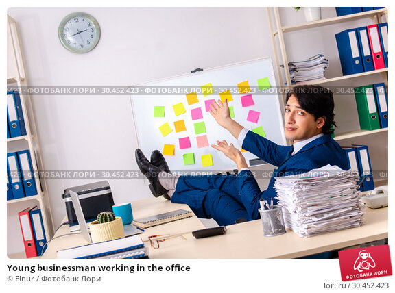 Young businessman working in the office. Стоковое фото, фотограф Elnur / Фотобанк Лори