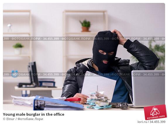 Young male burglar in the office. Стоковое фото, фотограф Elnur / Фотобанк Лори
