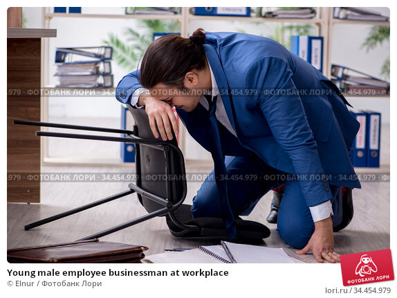 Young male employee businessman at workplace. Стоковое фото, фотограф Elnur / Фотобанк Лори