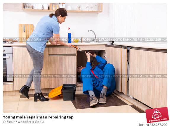 Купить «Young male repairman repairing tap», фото № 32287299, снято 7 марта 2019 г. (c) Elnur / Фотобанк Лори