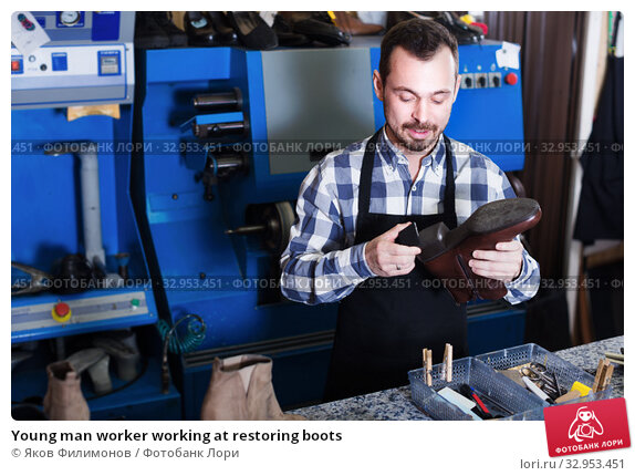Young man worker working at restoring boots. Стоковое фото, фотограф Яков Филимонов / Фотобанк Лори