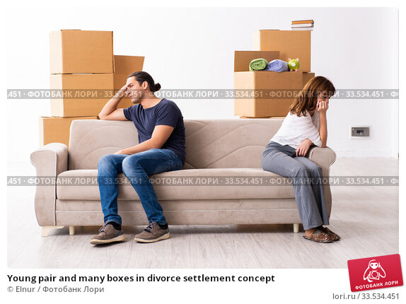 Young pair and many boxes in divorce settlement concept. Стоковое фото, фотограф Elnur / Фотобанк Лори